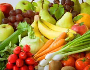 Assortment of fruits and vegetables containing fructose.